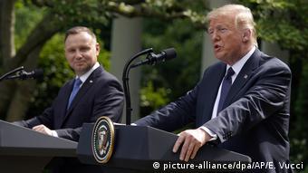 Donald Trump und Andrzej Duda sprechen vor dem Weißen Haus mit der Presse