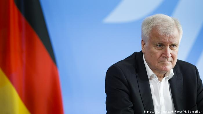 Berlin | Pressekonferenz: Horst Seehofer (picture-alliance/AP Photo/M: Schreiber)