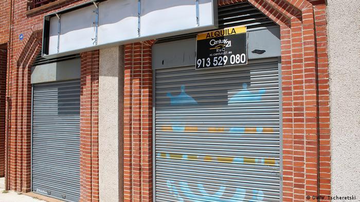 Spanien Linke Regierung zahlt Grundeinkommen aus (DW/W. Tscheretski )