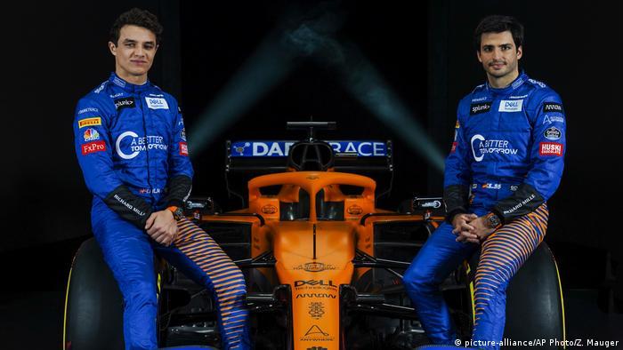 McLaren drivers Lando Norris and Carlos Sainz Jr. (picture-alliance/AP Photo/Z. Mauger)
