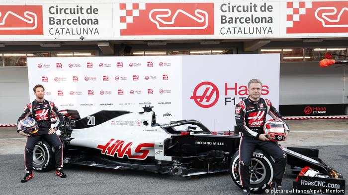 Haas drivers Romain Grosjean and Kevin Magnussen (picture-alliance/dpa/J. Monfort )