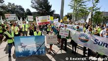 Deutschland Frankfurt a.M.   Lufthansa-Hauptversammlung   Protest Mitarbeiter