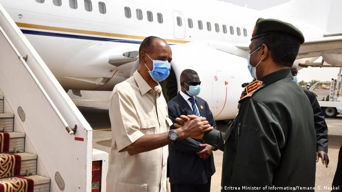 Rais wa Eritrea Isaias Afwerki na Rais wa Baraza Kuu linalotawala Sudan Abdel Fatah al Burhan