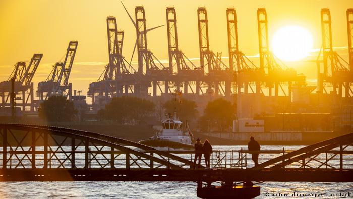 Oparta na eksporcie niemiecka gospodarka powoli zdaje się dochodzić do siebie (picture-alliance/dpa/J. Tack Tack)