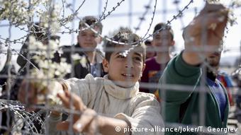 Πρόσφυγες σε ελληνικό καταυλισμό