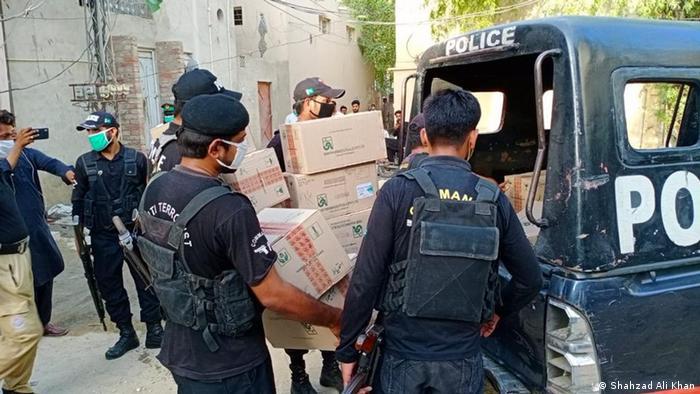 Pakistan Karachi Polizei holt gestohlene Medikamente zurück