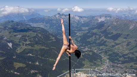 BdTD Schweiz | Stabakrobatik (picture-alliance/KEYSTONE/L. Gillieron)