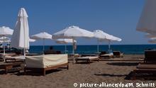 Türkei Antalya leere Strandliegen