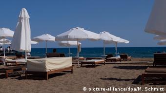 Οι άνθρωποι του τουρισμού φοβούνται ότι ούτε και φέτος θα γεμίσουν οι παραλίες