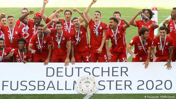 بايرن عند تتويجه رسميا بلقب الدوري الألماني هذا الموسم