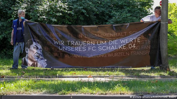 Fußball Demonstration von Schalke Fans gegen Clemens Tönnies (picture-alliance/RHR-FOTO/D. Ewert)