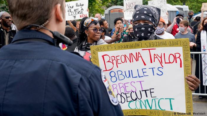 USA BlackLivesMatter | Protest gegen den Tod von Breonna Taylor in Louisville (Reuters/B. Woolston)