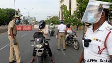 Indien Symbolbild Polizei Kontrolle Lockdown