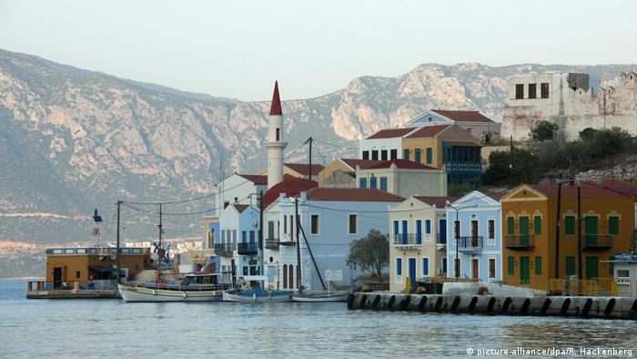 Insel Kastellorizo, Blick auf die Moschee und auf das türkische Festland