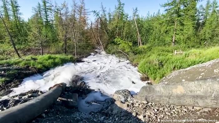 Фото журналистов Новой газеты с места сбросов отходов в Норильске