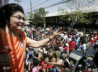 Imelda Marcos waves to the crowds in Dorte on March 26