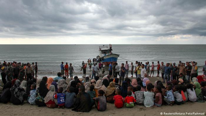 Indonesien Rohinga Flüchtlinge landen in Aceh (Reuters/Antara Foto/Rahmad)