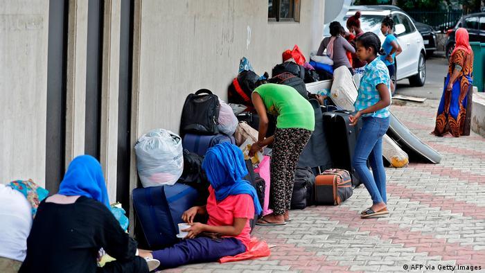 خادمات بيوت من اتيوبيا تم التخلي عنهم في قارعة الطريق في بيروت من طرف لبنانيين ميسورين