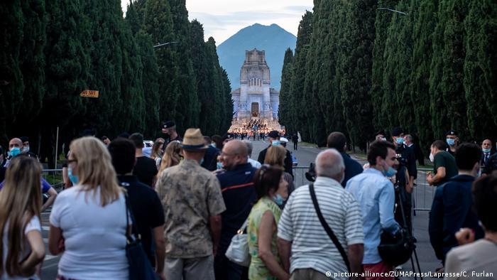 Πρώην πρωθυπουργός στη φυλακή: Το ζεύγος Φιγιόν καταδικάστηκε για το Penelope Gate