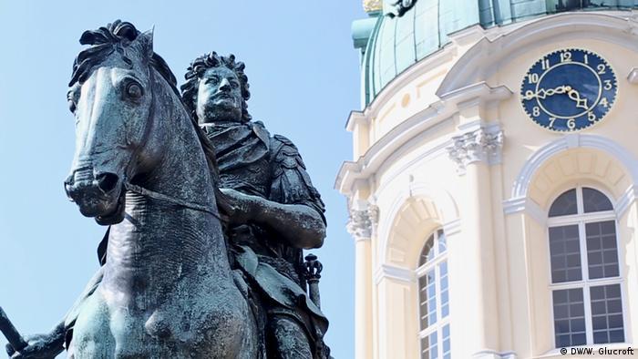 Statue of 17th-century Duke of Prussia Friedrich Wilhelm I outside Berlin's Charlottenburg Palace (DW/W. Glucroft)