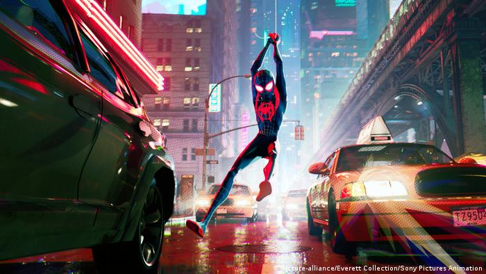 Film still from Spider-Man: INTO THE SPIDER-VERSE (Bild: picture-alliance/Everett Collection/Sony Pictures Animation)