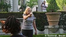 USA St. Louis   Paar bedroht Demonstranten mit Waffen bei Protest gegen Bürgermeisterin Lyda Krewson