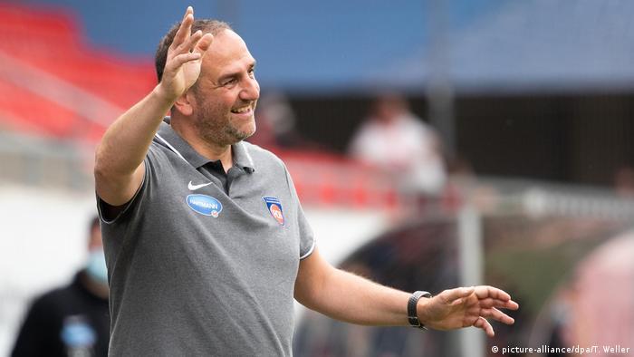 Heidenheim coach Frank Schmidt (picture-alliance/dpa/T. Weller)