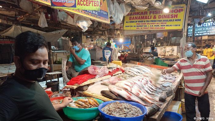 Trotz der Lockerungsmaßnahmen gibt es auf Indiens Märkten - wie hier in Neu Delhi - nur wenige Kunden (Foto: DW/G. Hore)