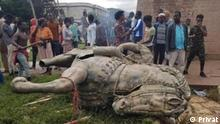 Bild:- statue of Ras Makonnen is demolished by demonstrators on 30.06.2020 _ Ras Mekonnen, governor of Harar, Ethiopia. The father of Emperor Haile Selassie I. Titel:- An equestrian statue of Ras Makonnen decorated the central plaza of Harar. At the end of the 19th century, the father of Haile Selassie ruled over the eastern provinces as governor. Harar experienced its greatest heyday in the 17th century as an independent sultanate. The city became the centre of Islamic scholarship and the most important trade metropolis on the Horn of Africa. Slaves, coffee, ivory and dyes came from the interior of the country. -Ras Makonnen, was a Shewan royal from Menz, grandson of the Shewan king Sahle Selassie of Shoa, a military leader, the governor of Harar province in Ethiopia, and the father of Tafari Mäkonnen (later known as Emperor Haile Selassie I). His father was Fitawrari Makonnen was a grandson of Negus Sahle Selassie of Shewa through his mother, Leult Tenagnework Sahle Selassie. As such, he was a first cousin of the Ethiopian Emperor, Menelik II. Autour/Copyright:- @privat Schlagworte: Äthiopien, Addis Ababa , Ethiopia Harar
