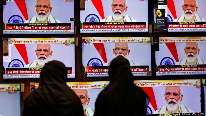 Indien Ahmedabad | Coronavirus | Zuschauer TV-Ansprache Narendra Modi