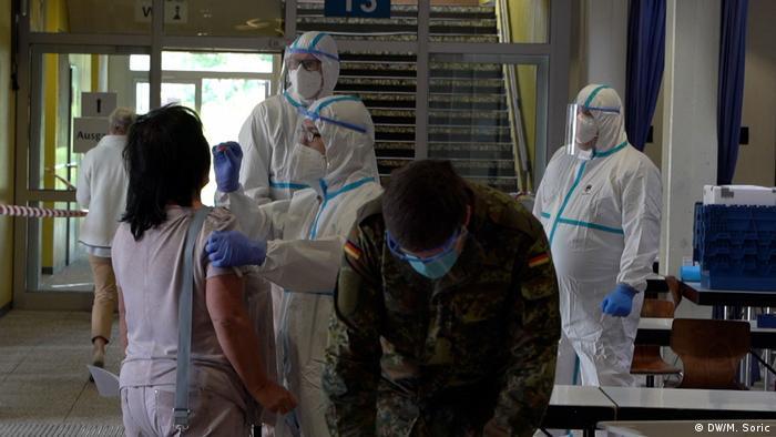Vojnici Bundeswehra provode testiranje korona virusa u Verlu