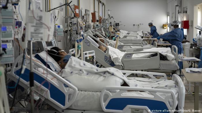 Pacientes de covid-19 em hospital brasileiro:
