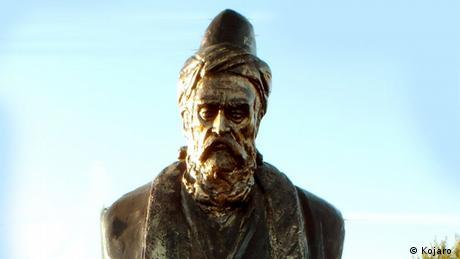 Iran | Statue von Abu Dschafar Muhammad ibn Muhammad Nasir ad-Din at-Tusi