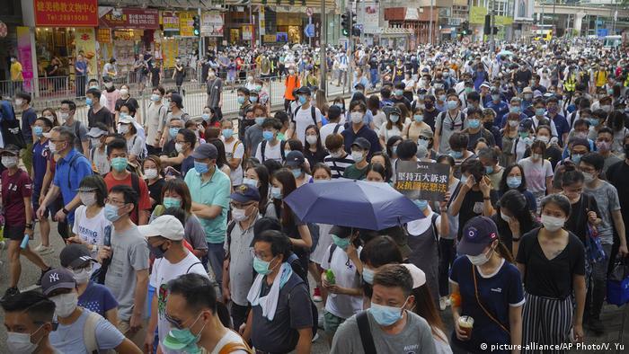 Hongkong | Pro-Democracy Proteste am Tag des 23 Jubiläum der Übergabe an China und des Inkrafttretens des neuen Sicherheitsgesetz (picture-alliance/AP Photo/V. Yu)