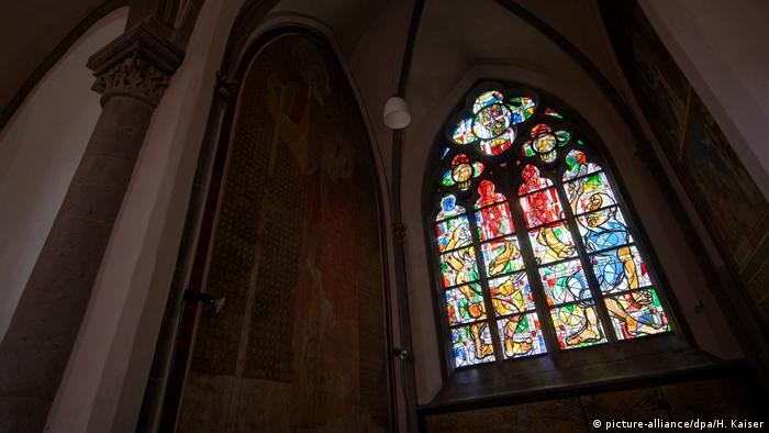 Новый витраж Маркуса Люперца в церкви Святого Андрея