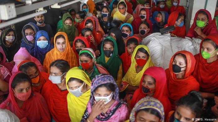 Bangladesch | Angestellte der Textilindustrie protestieren (DW/S. Hossain)