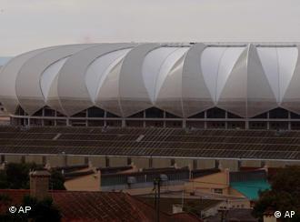 Das Nelson-Mandela-Bay-Stadion in Port Elizabeth (Foto: AP)