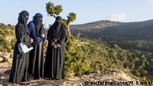 Verschleierte Frauen auf dem Berg Souda I Abha I Saudi-Arabien I Asien