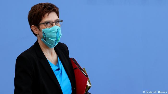 Verteidigungsministerin Kramp-Karrenbauer (Reuters/F. Bensch)
