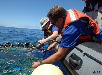 En  el área del Océano Pacífico investigada por Greenpeace hay seis veces  más plástico que plancton.