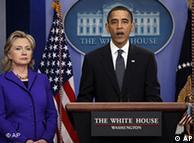 El presidente Barack Obama, flanqueado por la secretaria de Estado, Hillary Clinton, anuncia el nuevo Tratado START.