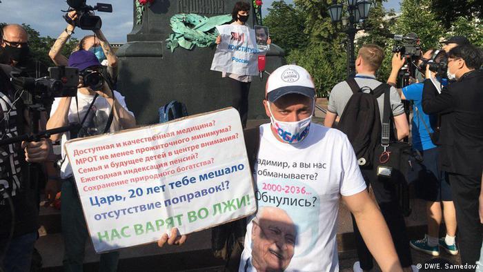 Акция против поправок к конституции на Пушкинской площади в Москве