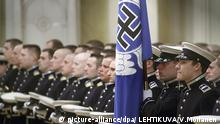 A blue flag with a swastika at the Finnish air force academy (picture-alliance/dpa/ LEHTIKUVA/V.Moilanen )