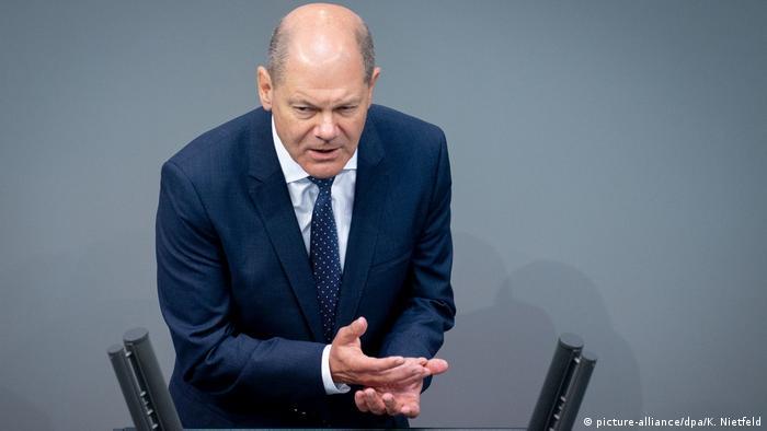 Міністр фінансів Німеччини Олаф Шольц під час виступу у Бундестазі