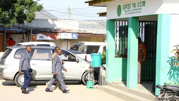Tansania Dar es Salaam  Bischof Josephat Gwajima  Ufufuo na Uzima Kirche (DW/S. Khamis)