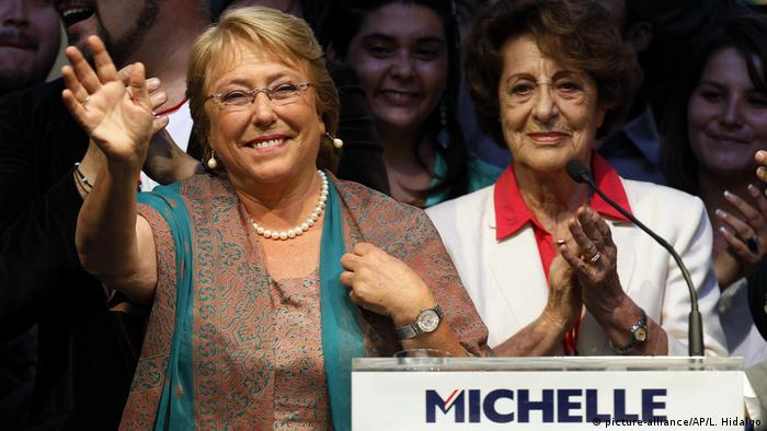 Michelle Bachelet (l.) and her mother, Angela Jeria, during a presidential victory rally in Santiago in 2013
