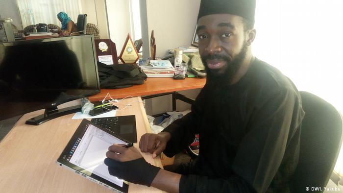 Cartoonist Mustapha Bulama (DW/I. Yakubu)