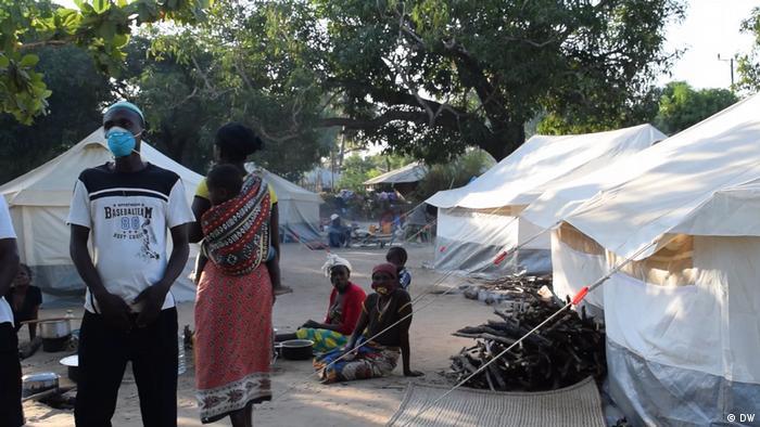 Mosambik I Tausende Vertriebene fliehen vor den Angriffen in Cabo Delgado (DW/D. Anacleto)