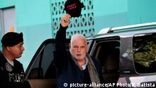 Panama's former President Ricardo Martinelli shows a cap with text in Spanish that reads I survived Varela referring to Panama's previous President Juan Carlos Varela, as he arrives at court to continue facing his trail for illegal wiretaps, in Panama City, Thursday, Aug. 8, 2019. Martinelli and Varela are considered political enemies and it was under that Varela administration that Martinelli was jailed. (AP Photo/Eric Batista) |