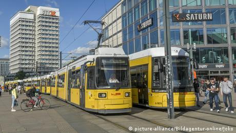 Metrô na Alexanderplatz